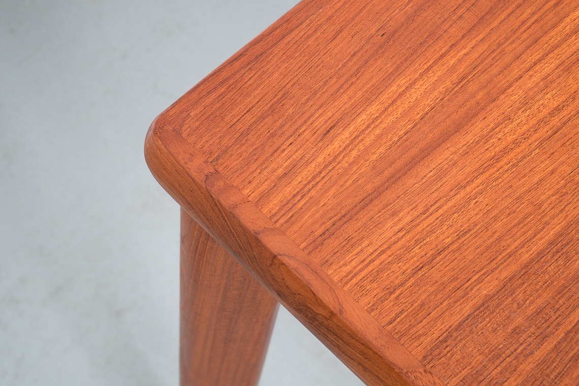 EXTENSIBLE DINING TABLE BY HENNING KJAERNULF FOR AM MOBLER
