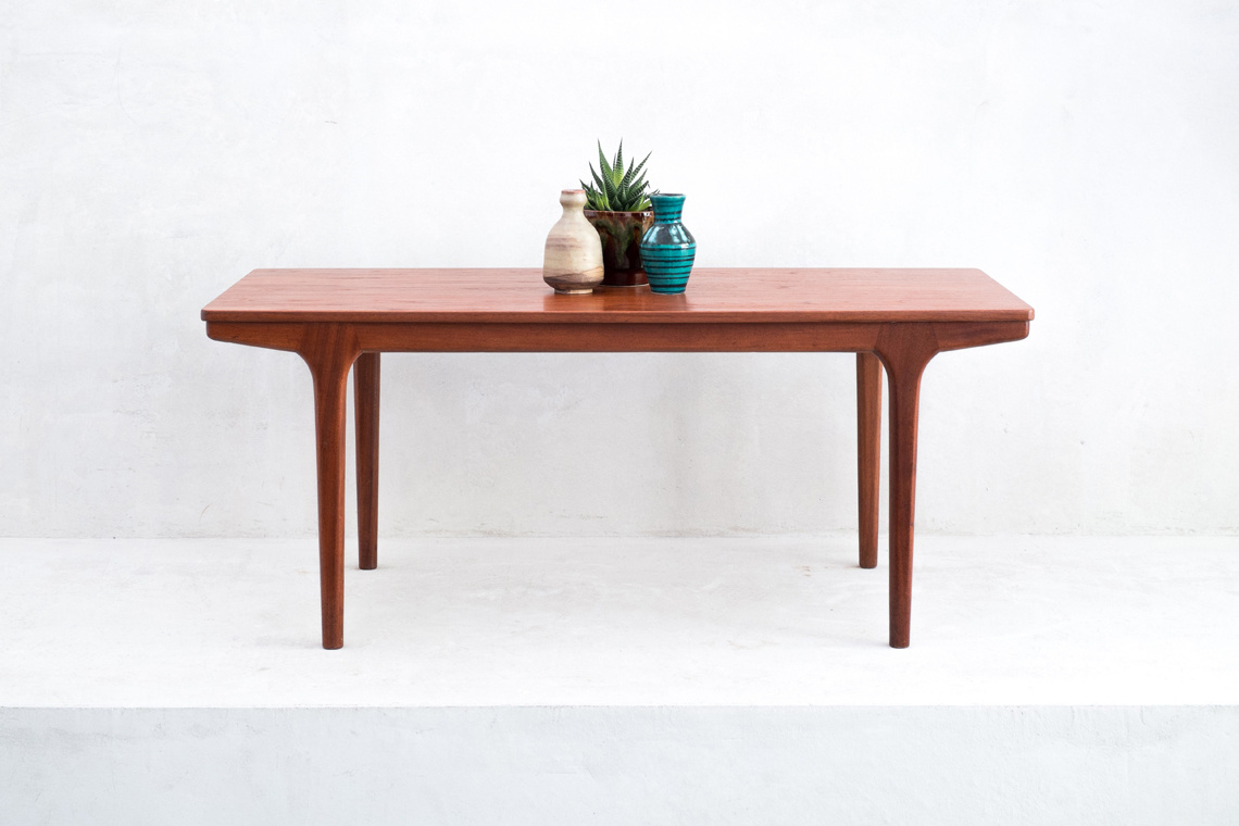 MCINTOSH COFFEE TABLE WITH EXTENSIONS