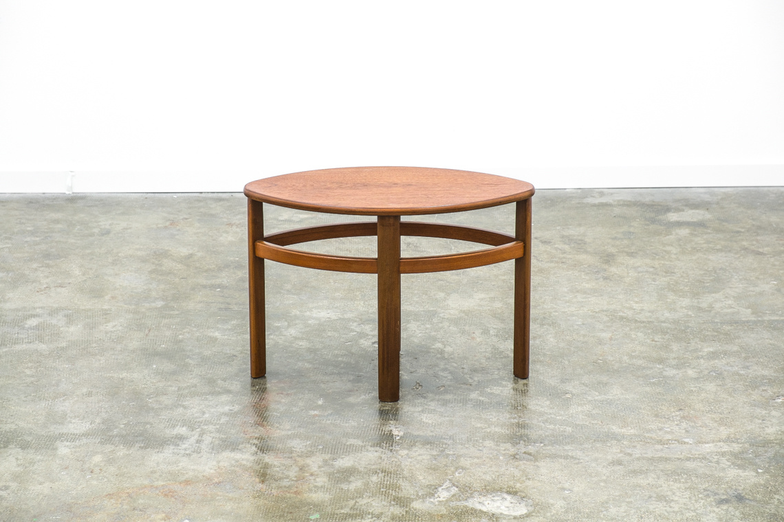 Round Nesting Tables by Nathan