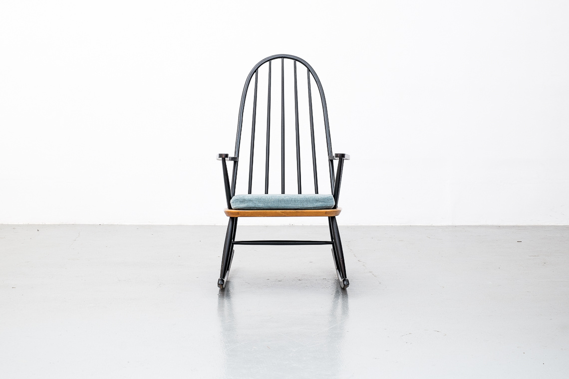 Rocking chair manufactured by Pastoe