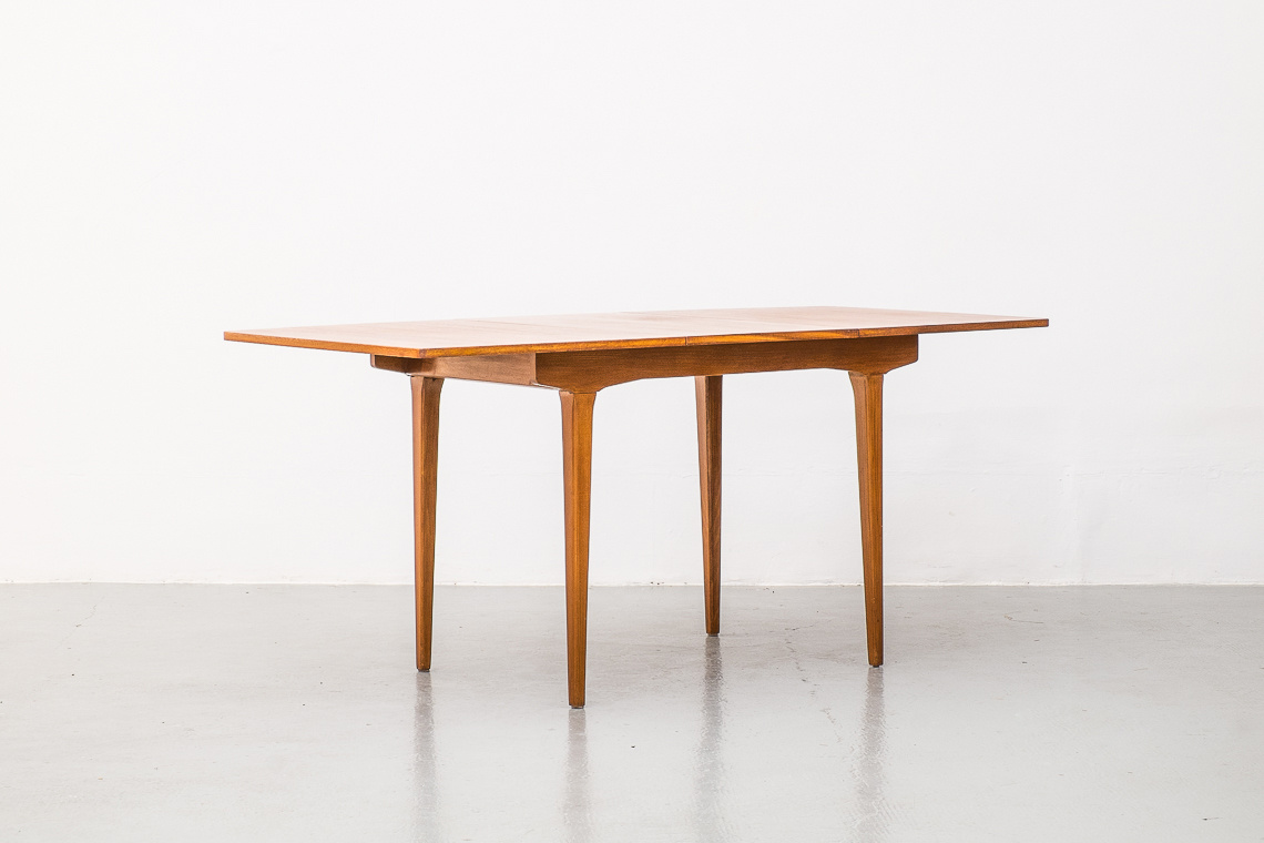 NATHAN EXTENDING DINING TABLE