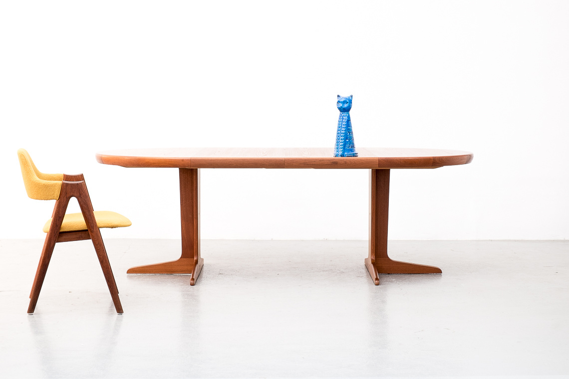 DYRLUND CIRCULAR EXTENDING DINING TABLE