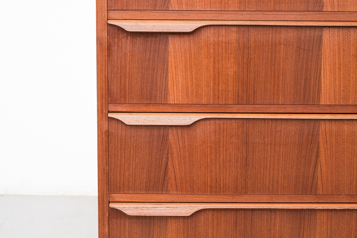 chest of 5 drawers Danish Furniture makers Quality Control