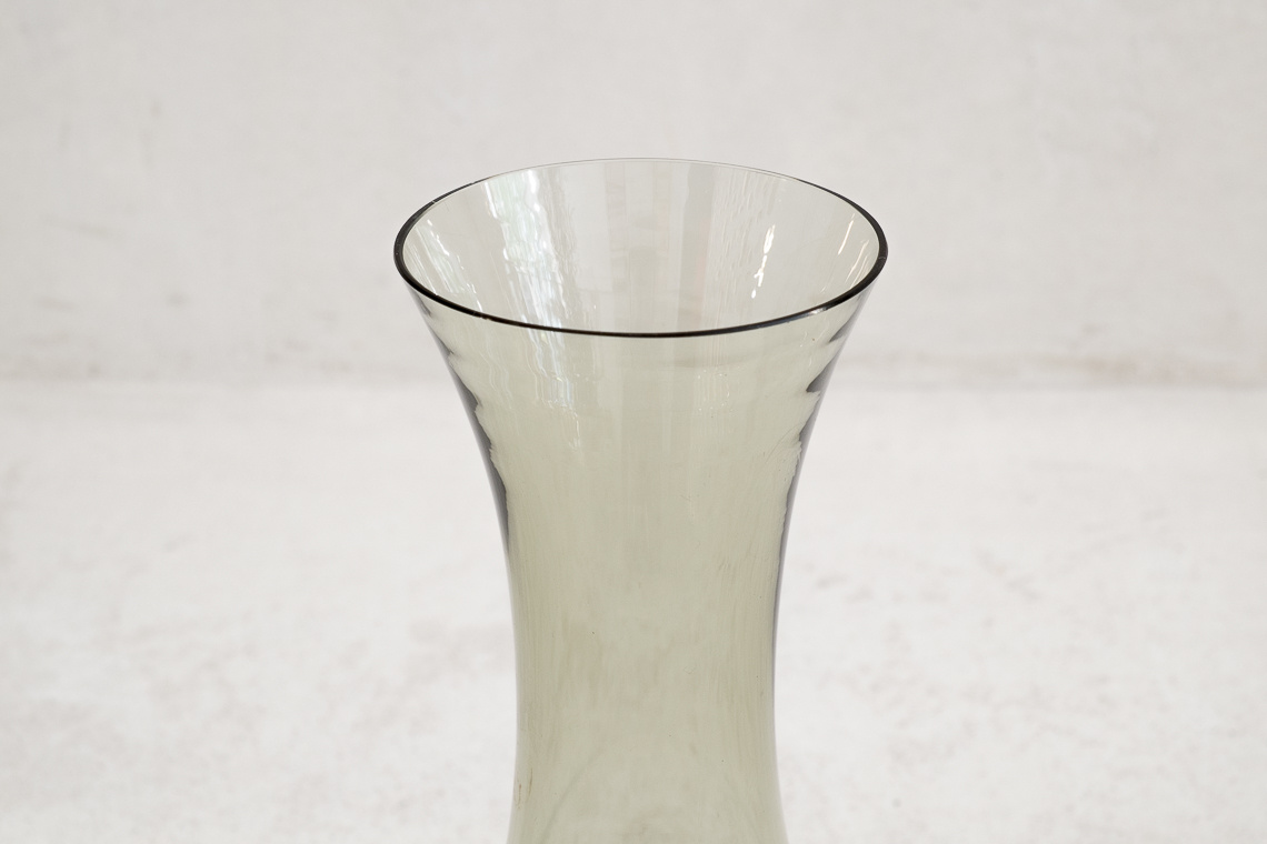 MID-CENTURY GLASS VASE BY Alfred Taube