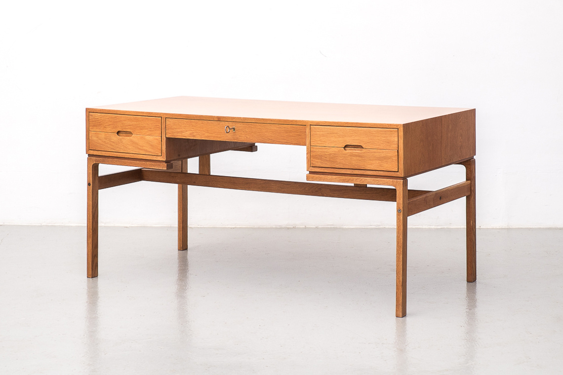 Model nº80 oak desk by Arne Wahl Iversen for Vinde Mobelfabrik