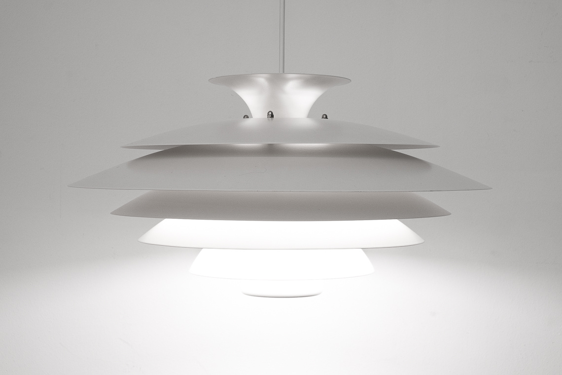 Amazing and big pendant lamp of form light denmark