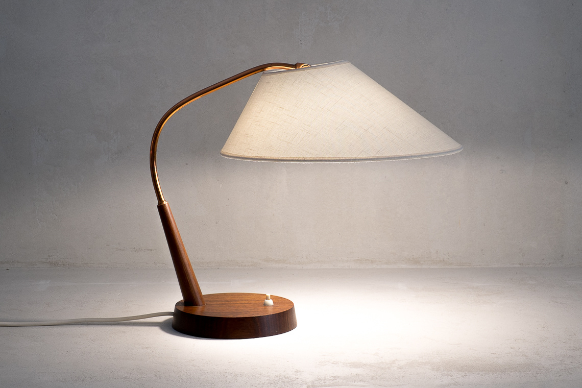 SWISS TABLE LAMP TYPE 33 OF TEMDE