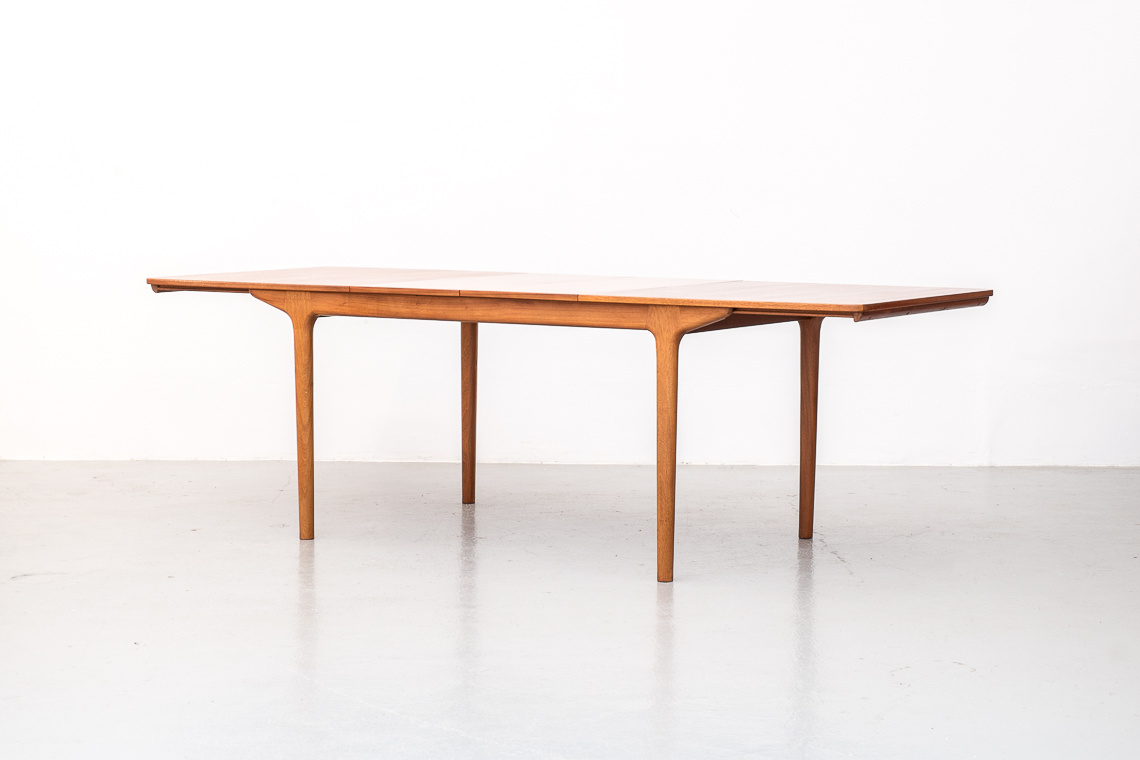 MCINTOSH DUNVEGAN DINING TABLE