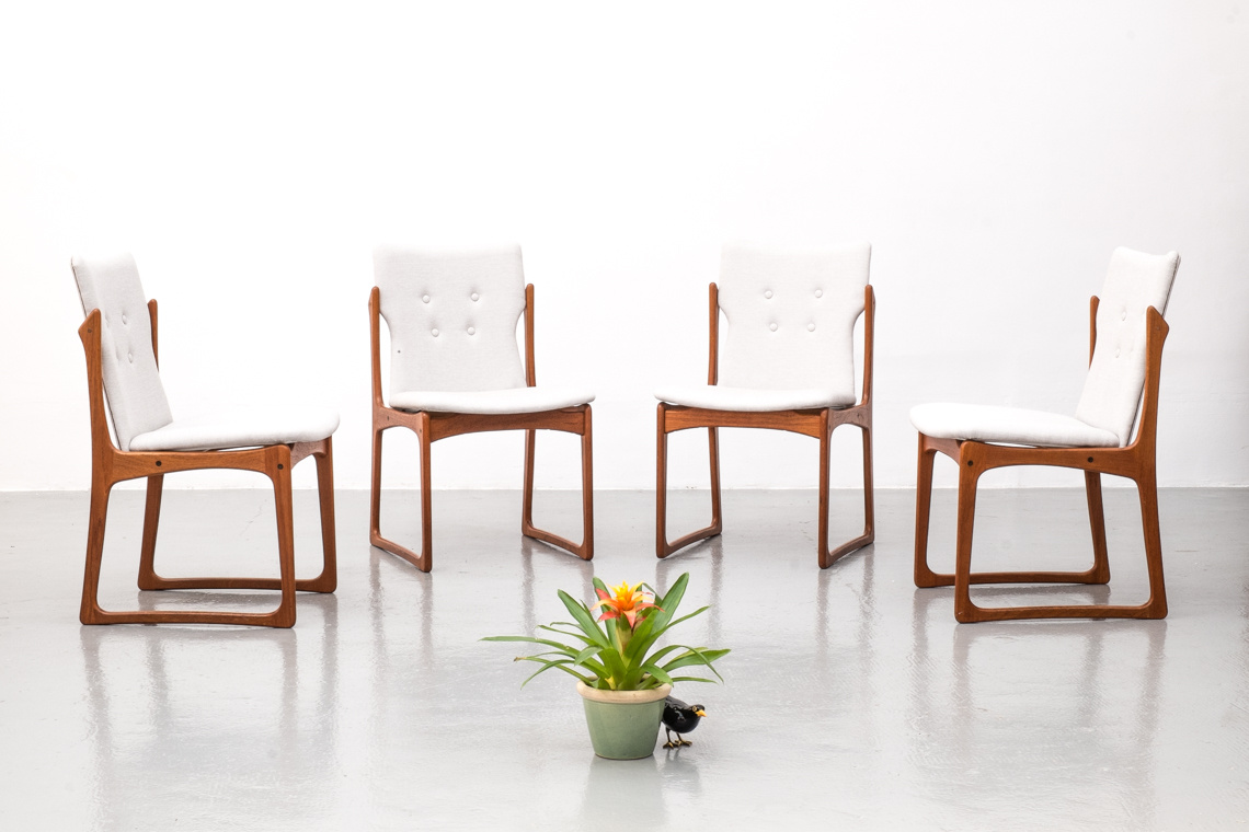 SET OF FOUR VAMDRUP STOLEFABRIK DINING CHAIRS