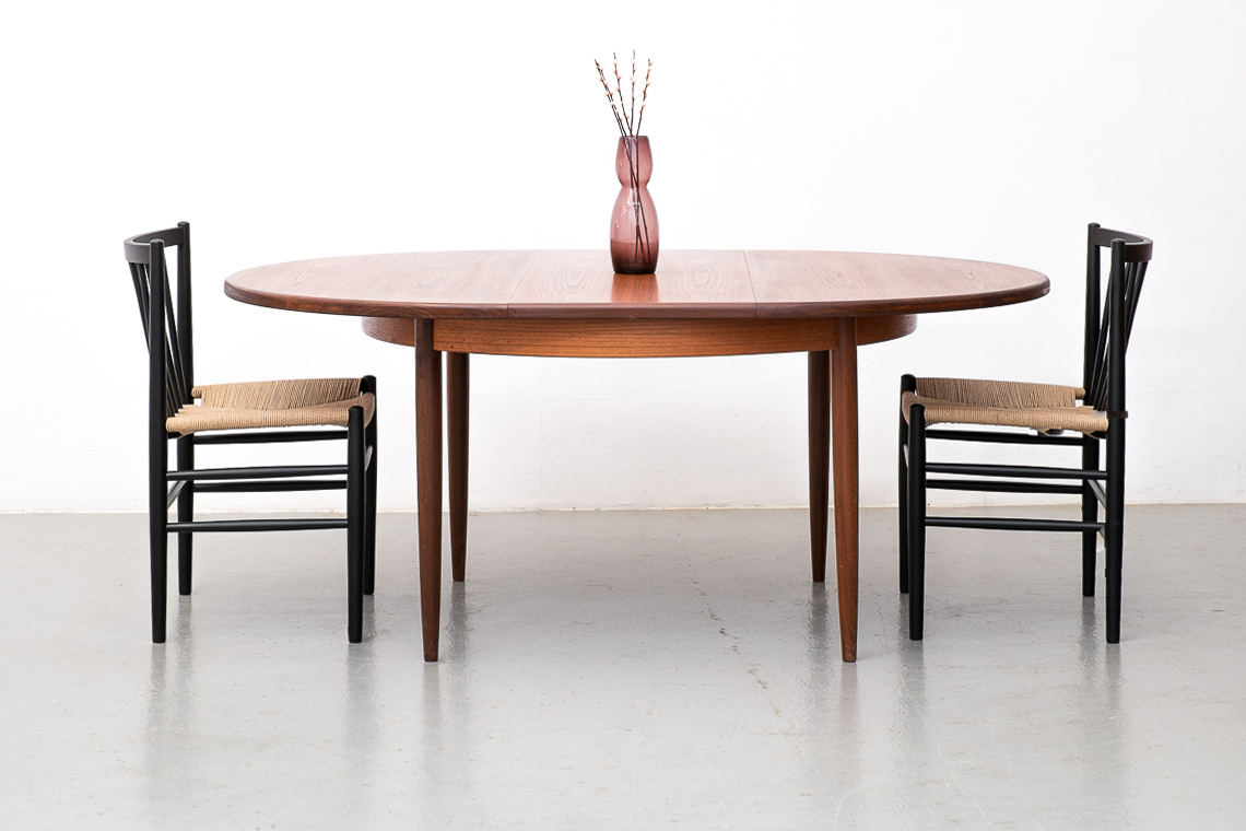 GPLAN DINNING TABLE OF E-GOMME LTD.