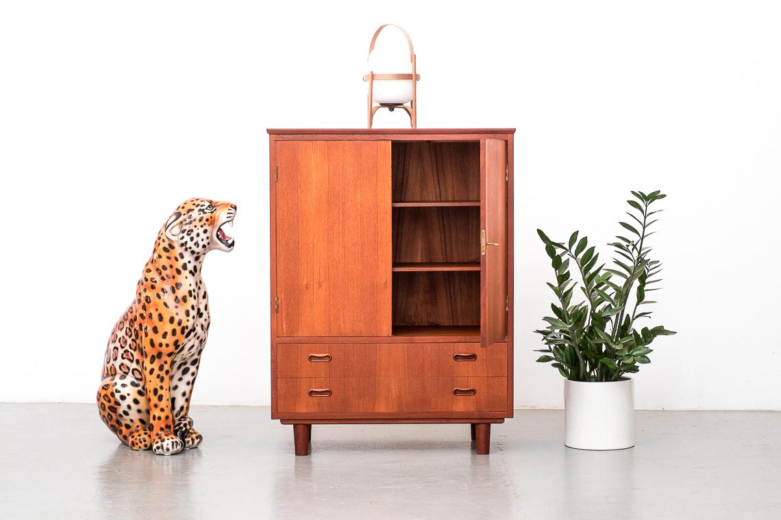 Picture of: Mid Century Modern Danish Teak Bar Cabinet El Recibidor