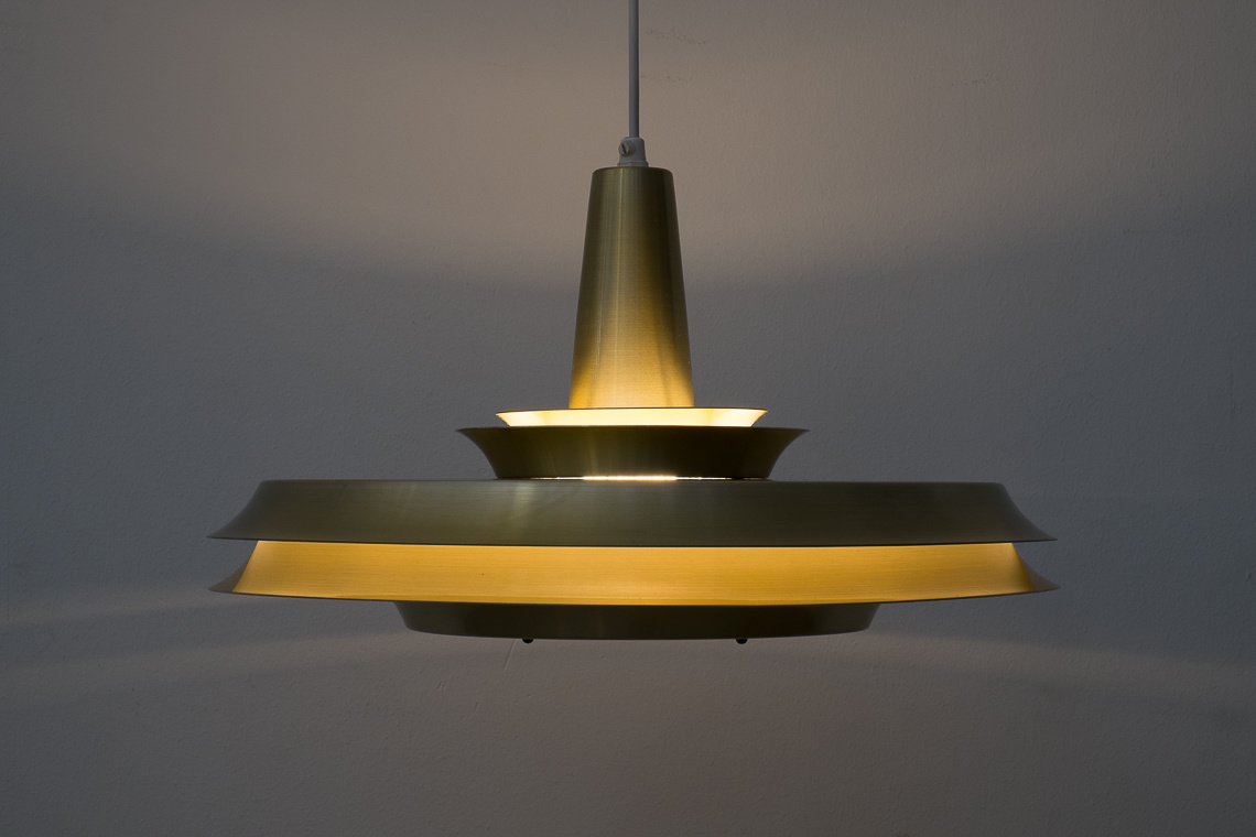 DANISH PENDANT LAMP IN GOLDEN ALUMINIUM BY Lyskaer