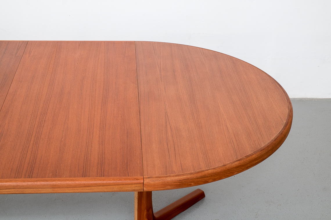 Danish Extendable Round Dining Table from Skovby Mobelfabrik