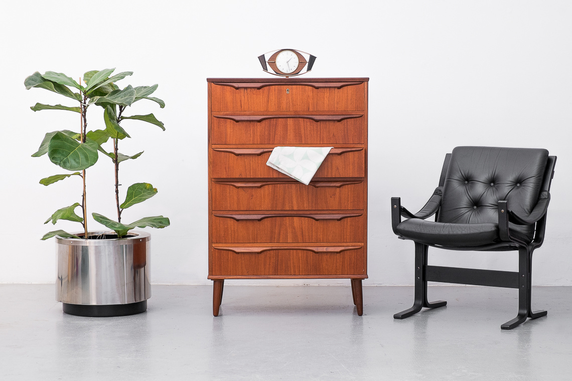 Danish chest of 6 drawers by Klaus Okholm