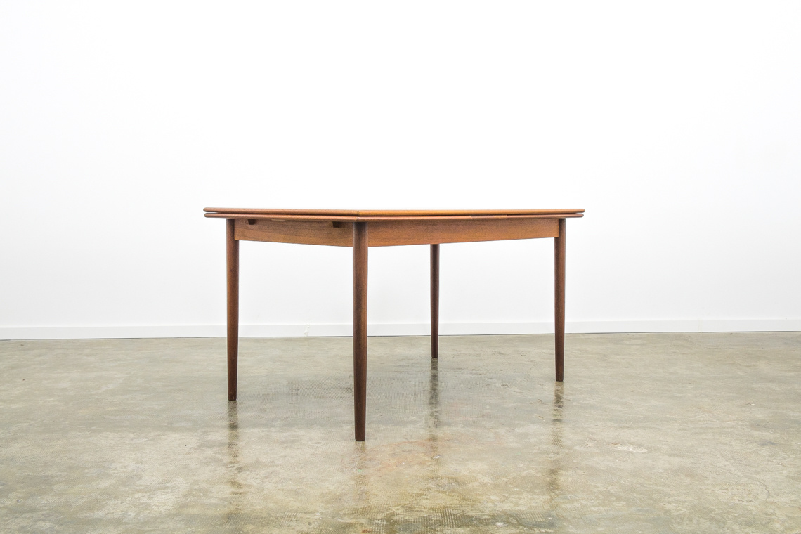 Danish dinning table of N&R Møbler
