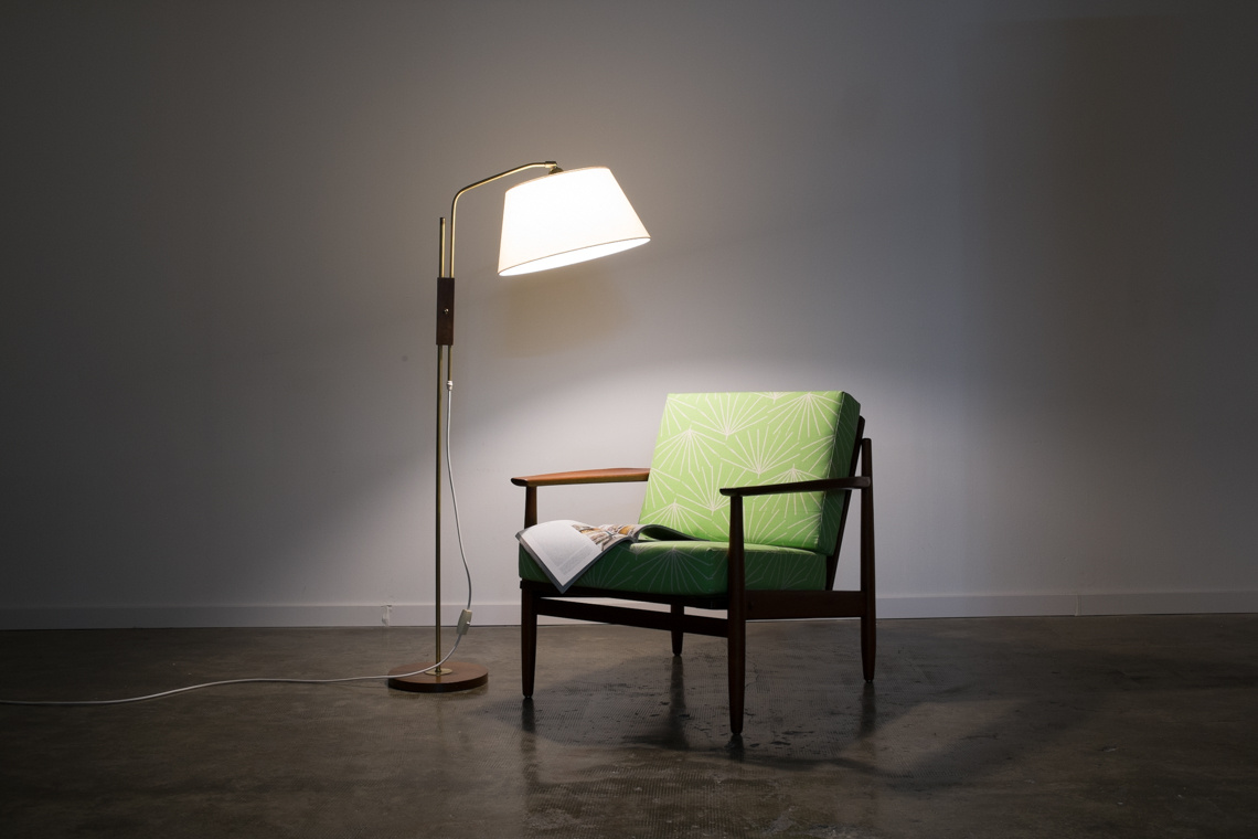 Swiss floor lamp of temde