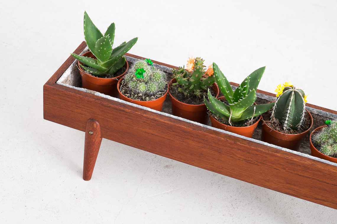 Small Danish planter