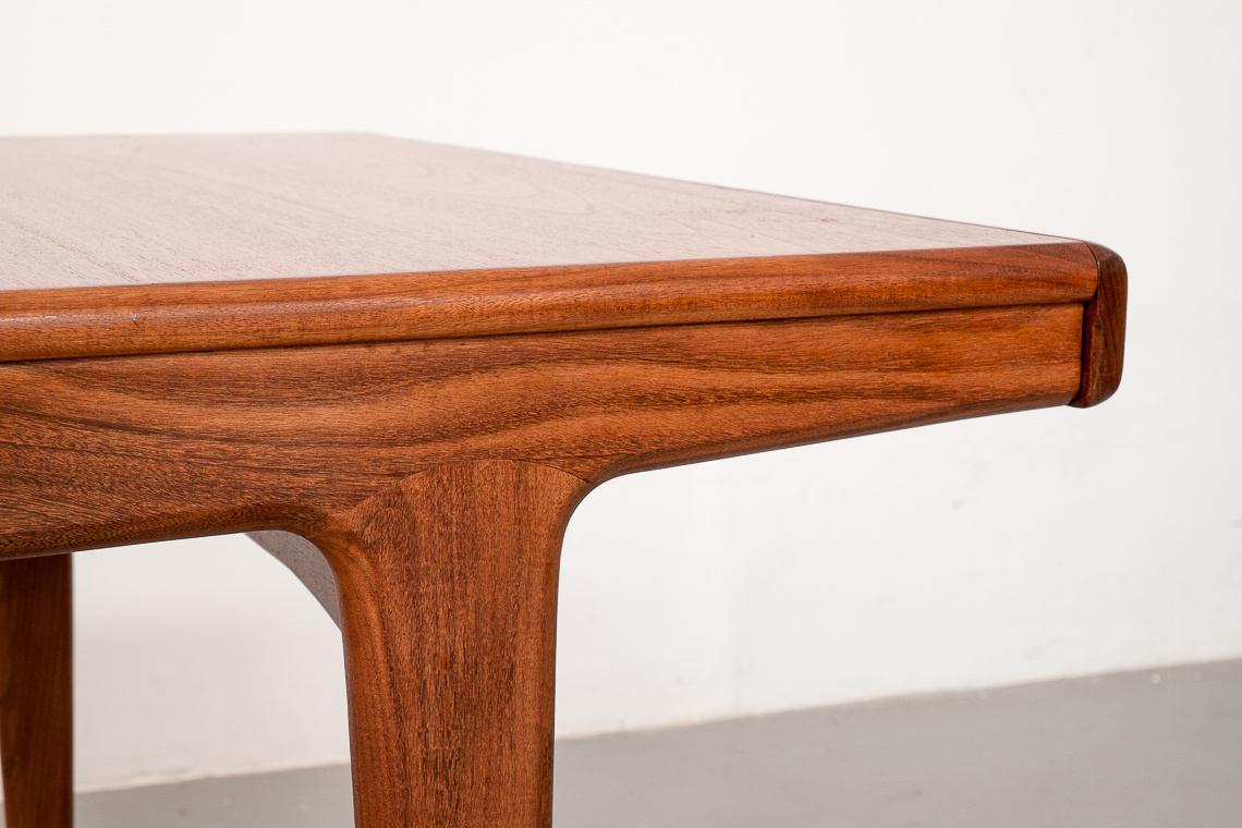 Extending Dining Table Fonseca by J. Herbert for younger