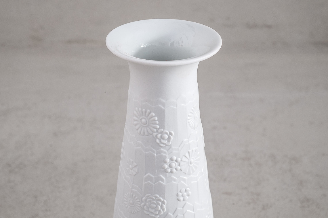 GERMAN PORCELAIN VASE BY ROYAL Königliche Porzellan Manufaktur