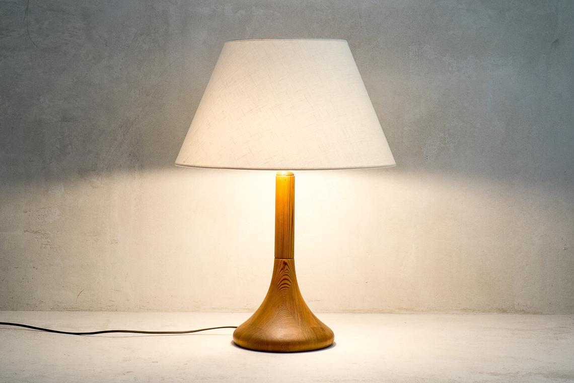 DANISH TEAK TABLE LAMP FROM DYRLUND