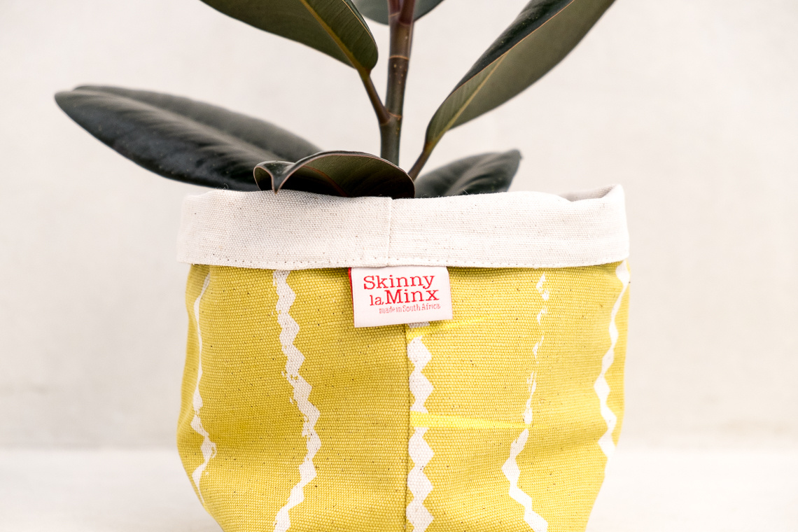 SOFT BUCKET ZIGZAG PINE NUT BY SKINNY LAMINX
