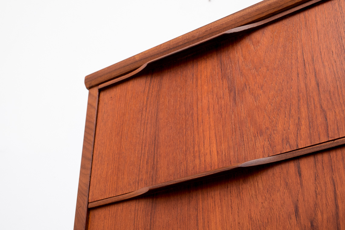MID-CENTURY DANISH TEAK CHEST OF 4 DRAWERS