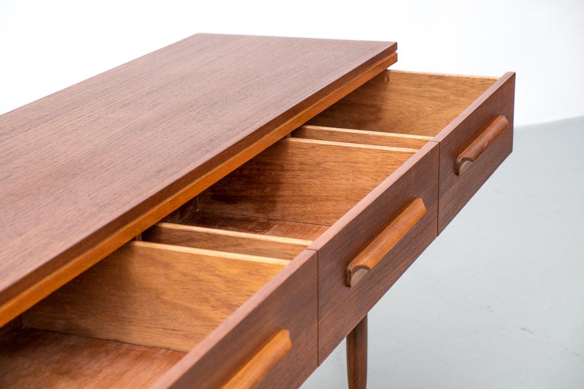 elliot of newbury dressing table