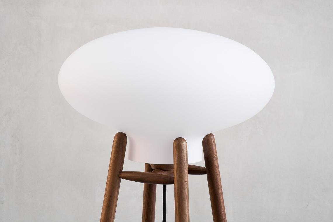 Lámpara de pie Hiti de FDB Møbler