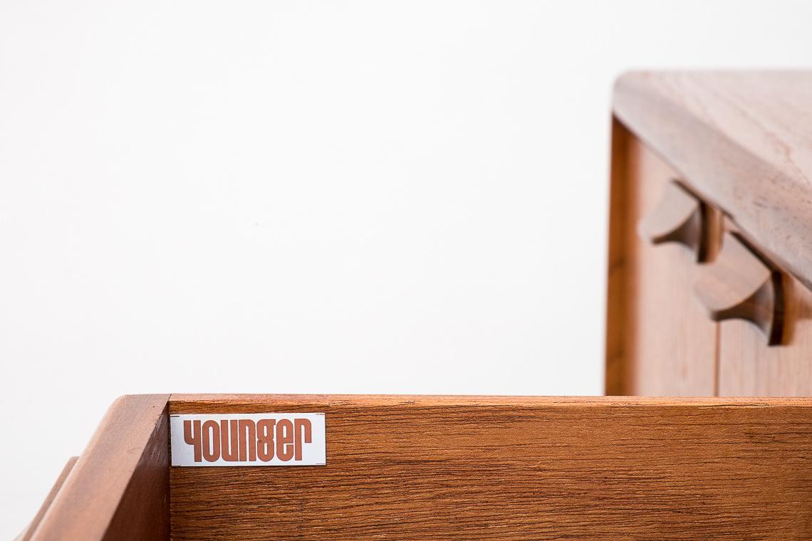 APARADOR DE John Herbert para YOUNGER Ltd.